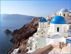 The most beautiful sunset I have ever seen was in Oia, Santorini. Places Around The World, Oh The Places You'll Go, Places To Travel, Travel Destinations, Places To Visit, Vacation Places, Vacation Spots, Santorini Hotels, Santorini Travel