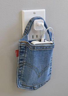 leuke ideeen met een oude spijkerbroek. Bijvoorbeeld, charging station