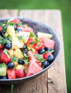 Fruitsalade voor bij de BBQ-Voedzaam & Snel Fruit Salad, Salads, Good Food, Desserts, Recipes, Om, Life, Decor, Seeds