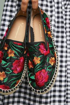 24 Espadrilles Shoes To Update You Wardrobe This Summer - Shoes Market Experts Crazy Shoes, New Shoes, Me Too Shoes, Floral Espadrilles, Mode Shoes, Shoe Wardrobe, Shoe Gallery, All About Shoes, Pretty Shoes