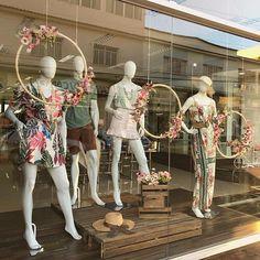 Depois do inverno a vida em cores!! Começou a temporada das flores! Muito amor envolvido em cada  Depois do inverno a vida em cores!! Começou a temporada das flores! Muito amor envolvido em cada detalhe da nossa vitrine de PRIMAVERA VERÃO 2019/2020 . . . . . . #lookdodia #modinha #moda #modaparameninas #modaparameninassp #modafeminina #primaveraverao2019 #primaveraverao #primavera #verao #trend #tendencia2020 #tendencia #looks #looks_d #dicadelook #vitrineprimavera #vitrine #vitrinedasemana… Boutique Interior, Clothing Store Interior, Showroom Interior Design, Clothing Store Displays, Clothing Store Design, Boutique Decor, Fashion Boutique, Fashion Window Display, Fashion Displays