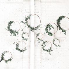 Tischdeko Wedding – Cercles decorés eucalyptus le joli shop - New Site Deco Table Champetre, Floral Hoops, Cute Dorm Rooms, Deco Floral, Antique Farmhouse, Ceremony Backdrop, Cheap Home Decor, Living Room Designs, Our Wedding
