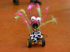 Breaking it down with the DanceBot: Getting started with electronics Educational Robots, Robots For Kids, Electronics, Christmas Ornaments, Holiday Decor, Diy, Bricolage, Christmas Jewelry, Do It Yourself