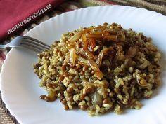 Receta de mujaddara, plato libanés de arroz con lentejas. Ideal para dieta vegana, ya que es una receta exclusivamente de verduras.