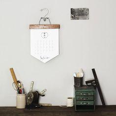 A simple DIY calendar tutorial. Makes a great, personal Christmas present!