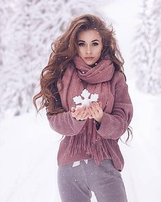 We are all like snowflakes, all different in our own beautiful way❄️👑💘 ——————————————————— ➡️ today's questions Snow Photography, Tumblr Photography, Photography Poses, Makeup Photography, Winter Senior Pictures, Winter Pictures, Shooting Photo, How To Pose, Winter Snow