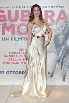 Miriam Leone in Gucci walks a red carpet for 'In Guerra Per Amore' on October 12, 2016 in Rome, Italy.