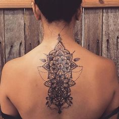 So obsessed with this back piece. ❣ @iliana_rose - Follow @inkspotats for more!