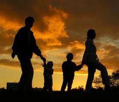 JohnGottman – Ενσυναίσθηση : Το θεμέλιο της συναισθηματικής αγωγής – Αντικλείδι Fall Family Pictures, Family Picture Poses, Fall Photos, Fall Pics, Nature Photos, Family Getaways, Family Vacation Destinations, Vacation Spots, Vacations