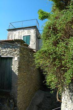 mostaccini:  Fanghetto Frazione di Olivetta San Michele (IM) Val Roia