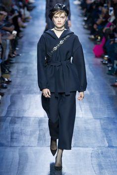 Fall 2017 Christian Dior 소매/ 소재/ 넥라인 디테일