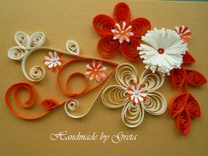 red and beige quilled flowers Origami Paper Art, Quilling Paper Craft, Paper Crafts, Diy Crafts, Quilling Patterns, Quilling Ideas, Paper Quilt, Quilling Tutorial, Red Flowers