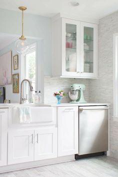5 Super-Smart Storage Ideas to Steal from One Kitchen http://news360.com/article/405290876?utm_content=buffer59ce4&utm_medium=social&utm_source=pinterest.com&utm_campaign=buffer #kitchendesign #interiordesign
