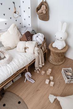 Girl Nursery, Girl Room, Nursery Ideas, Kid Spaces, House Rooms, Kids And Parenting, Baby Toys, Kids Bedroom, Playroom