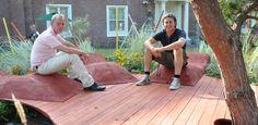 De duurzame tuin gericht op de toekomst.  De electro-auto opladen onder de solar carport. Groente en kruiden kweken op het dak van je eetbare tuinhuis. Het regenwater zuiveren met behulp van olivijn. De duurzame tuin van Nico Wissing en Lodewijk Hoekstra met hun NL Label neemt je mee naar de wereld van de nieuwste duurzame materialen en technieken in de groenvoorziening.