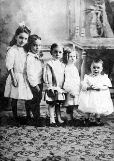 The Parr and Dean children, Collierville, Tennessee Photo by Bessie Dean Parr