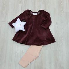 Pequeñas pero con glamour para estas Navidades no os parece?            La estrella  acompaña este bonito look para ellas... y que siempre lo haga. #nins #modainfantil #moda #ninsmanresa#pictureoftheday #bestoftheday#cotton #moloandme #molokids#kids #cool#coolkids #fashion #star #starlight #glamour #christmas #whitestar #white #presents #alittlelovelycompany #kidslighting #minilights#light #girlsclothes