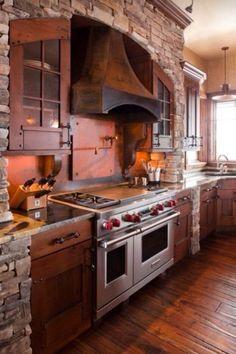 Hnedá rustikálna kuchyňa s obkladom