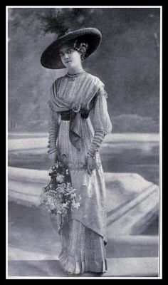 1912 Edwardian Fashion - I love the drapes, folds, pins and tucks of this dress -- typical Edwardian