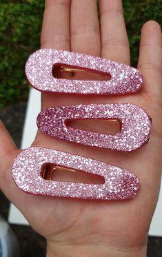 Diy Resin Art, Resin Crafts, Glitter Hair, Pink Glitter, Diy Resin Hair Clips, Hair Milk, Hair Supplies, Fashion Eye Glasses, Resin Jewellery