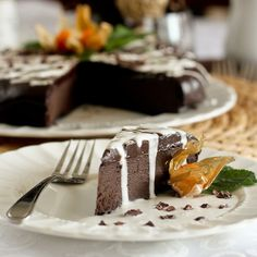 Healthy Flourless Chocolate Cake (with 3 avocados--looks delicious)