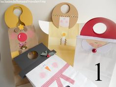http://www.pinterest.com/viziglar/paper-straw-snowflakes-cardboard-rudolph-and-folde/La classe della maestra Valentina Clever Clever Christmas sack decorations for paper bags.
