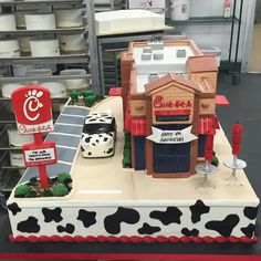 Chick-fil-A. Buddy Valastro is a cake genious! 13th Birthday Cake For Girls, Funny Birthday Cakes, 13 Birthday Cake, 14th Birthday, Birthday Ideas, Birthday Bash, Birthday Parties, Chick Fa La, Beautiful Cakes