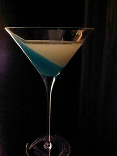 This cocktail name is Point break.  The bleu part remind me a wave and the white the beach.  I made it with gelatine, blue curacao, coconut syrup, vodka...