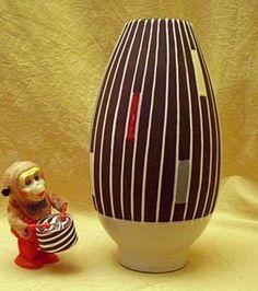 Vase in aufregendem 50s Streifen-Dekor - der Hingucker der Fünfziger!