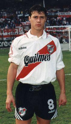 FÚTBOL. 1996. Matías Almeyda en #River.