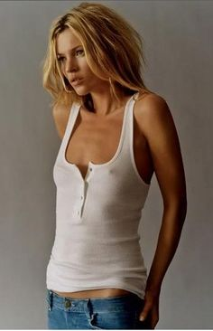 Kate Moss More Pictures of Kate Moss! Pictures of Kate Moss in Vogue Paris here and here . Beautiful Kate Moss Kate Moss in Vogue Estilo Kate Moss, Stage Outfit, Kate Moss Stil, Estilo Jeans, Cooler Look, Look Fashion, Fashion Tips, Daily Fashion, High Fashion
