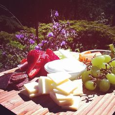 Topped on crackers or accenting your favourite dishes, Canadian cheese is delicious no matter how you slice it. See why Canadian cheese deserves a spot on your menu. Canadian Cheese, Picnic Lunches, How To Make Cheese, Simple Pleasures, Cheese Recipes, Long Weekend, All You Need Is, Good Food