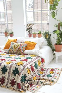 This Fall decoration will add a stylish and chic touch to your bedroom #bedroomdecor #bedroomdecordiy #bedroomdecorideas  https://steeltablelegs.com Bedroom 2018, Bedrooms, Boho Decor, Shabby Chic Decor, Boho Bedding, Master Bedroom Design, Contemporary Home Decor, Bohemian House, Rustic Style