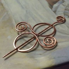 Copper Sweater Clip Brooch Scarf Kilt or Shawl Pin. Wire Jewelry Making, Jewelry Clasps, Copper Jewelry, Wire Wrapped Jewelry, Hair Jewelry, Jewelry Gifts, Jewellery, Copper Wire, Handmade Bracelets