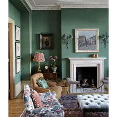 Green drawing room in Kensington - wall colors, sconces, rug, chair upholstery, red patterned lampshade - Gavin Houghton Living Room Green, Green Rooms, Home Living Room, London Living Room, Victorian Living Room, English Interior, Classic Interior, Interiors Magazine, Family Room Design