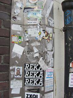 Amsterdam, stickermuur met vele jaren/lagen aan stickers
