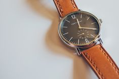A simple watch, with an interesting color combo. Simple Watches, Cool Watches, Italian Leather, Fashion Watches, Color Combos, Quartz, Accessories, Articles, Album