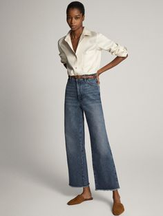Massimo Dutti Flared Jeans - blue for with free delivery at Zalando Cream Blazer Outfit, Blazer Outfits, Style Casual, Preppy Style, Mode Bcbg, Effortlessly Chic Outfits, Look Jean, Cool Outfits, Casual Outfits