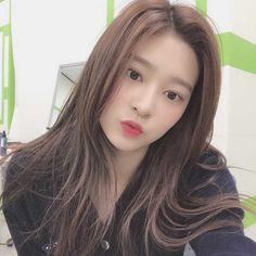 Kpop Girl Groups, Korean Girl Groups, Kpop Girls, Japanese Girl Group, Kim Min, Female Singers, The Wiz, Pop Group, Pretty Face
