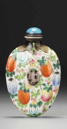 A FAMILLE-ROSE PORCELAIN 'MELONS' SNUFF BOTTLE QING DYNASTY, JIAQING / DAOGUANG PERIOD