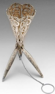 A Victorian silver posy holder stand opened, by Nathaniel Mills. Handbag Accessories, Women Accessories, Small Flower Bouquet, Bouquet Holder, Crystal Bouquet, Metal Vase, Vintage Handbags, Victorian Era, Antique Silver