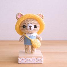 These are the amigurumi I'm making. Crochet Doll Tutorial, Crochet Cat Pattern, Crochet Patterns Amigurumi, Crochet Dolls, Quick Crochet, Cute Crochet, Crochet Crafts, Crochet Projects, Diy Crochet Animals