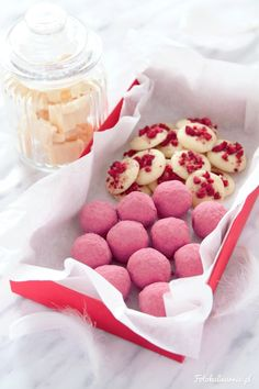 DIY Homemade Truffles and Chocolates - it's a Perfect Valentine's Day Gift! + Best Chocolates Recipe Roundup.
