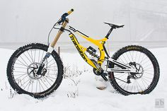 Downhill bike Road Bikes, Cycling Bikes, Freeride Mtb, Mt Bike, Mountian Bike, Downhill Bike, Push Bikes, Skate, Bike Style