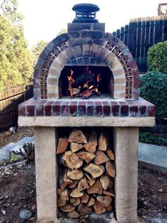 Pizza ovens are expensive! Save hundreds on your brick oven with a low-cost and DIY-EZ outdoor pizza oven. Our pizza oven kits & plans save you money! Pizza Oven Kits, Diy Pizza Oven, Pizza Ovens, Masonry Oven, Craftsman Style Porch, Four A Pizza, Outdoor Fireplaces, Wood Fired Pizza, Outdoor Living