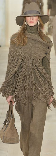 Ralph Lauren Fall 2015 RTW - Street Fashion, Casual Style, Latest Fashion Trends - Street Style and Casual Fashion Trends 70s Fashion, New York Fashion, Look Fashion, Womens Fashion, Fashion Trends, Fall Fashion, Fashion Images, Petite Fashion, Street Fashion