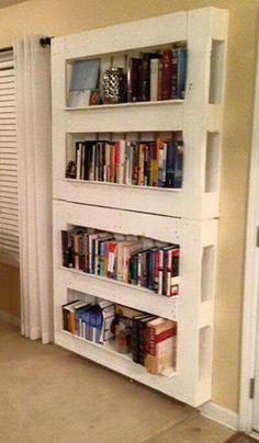 Biblioteca pallet Wooden Pallet Projects, Wooden Pallets, Wooden Diy, Bed Frame, Diy Furniture, Bookcase, Wood Pallets, Bed Base, Shelves