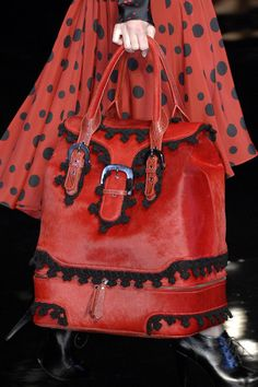 Kenzo at Paris Fashion Week Fall 2007 - Details Runway Photos Fashion Bags, Fashion Accessories, Womens Fashion, Red Fashion, Paris Fashion, Beautiful Handbags, Beautiful Bags, Kenzo, Looks Style