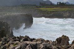 Bufones de Pría, Llanes. Unos espectaculares geiseres se elevan en la costa oriental asturiana. Sigue nuestro blog para saber cómo llegar y cuándo se puede ver.