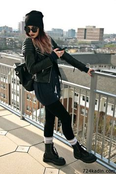 Martens Stiefel H & M Lederjacke American Apparel Socken Urban Outfitters Mütze The post Damenmode am Share Sonntag appeared first on Love Mode. Edgy Outfits, Mode Outfits, Grunge Outfits, Fashion Outfits, Womens Fashion, Black Outfit Grunge, Grunge Boots, Bad Girl Outfits, Converse Outfits